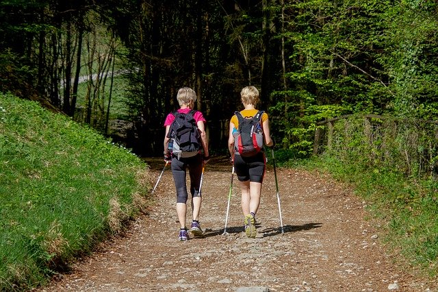 Read more about the article Freiluft-Kurs im TVS: Nordic Walking